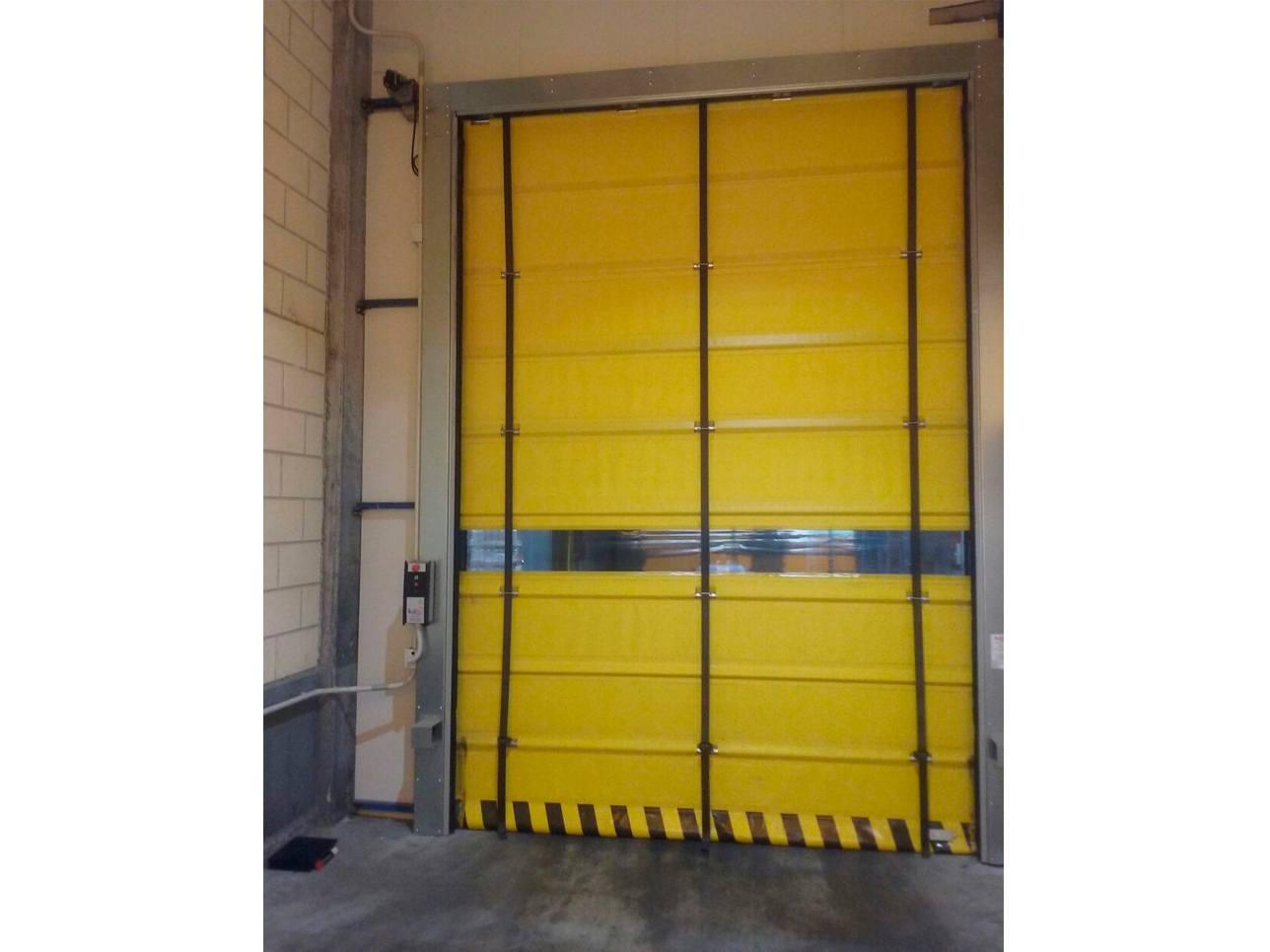 Puerta rápida amarilla detalle
