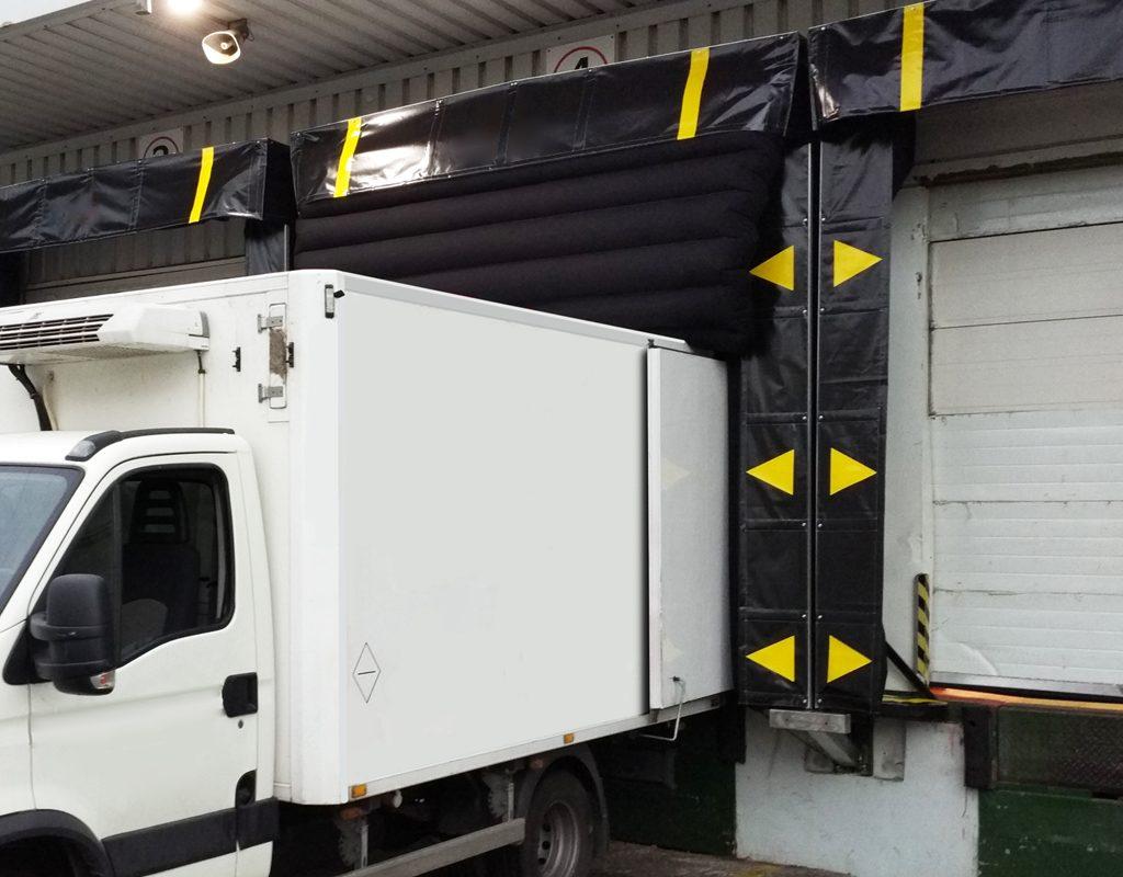 Camión en abrigo hinchable detalle