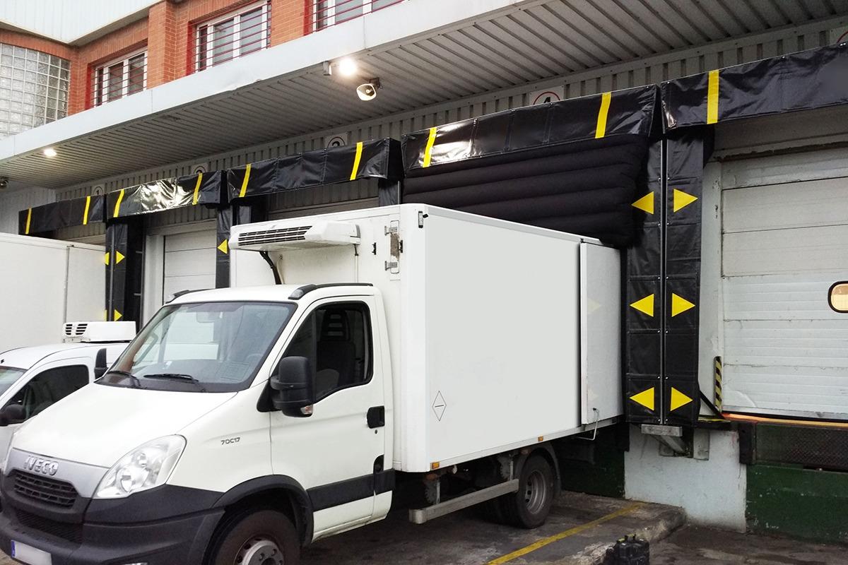 Camión entrando a abrigo
