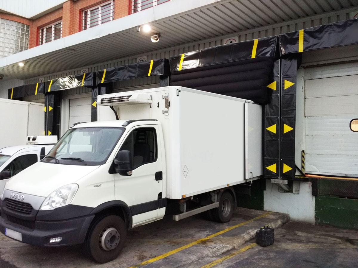 Camión en abrigo hinchable