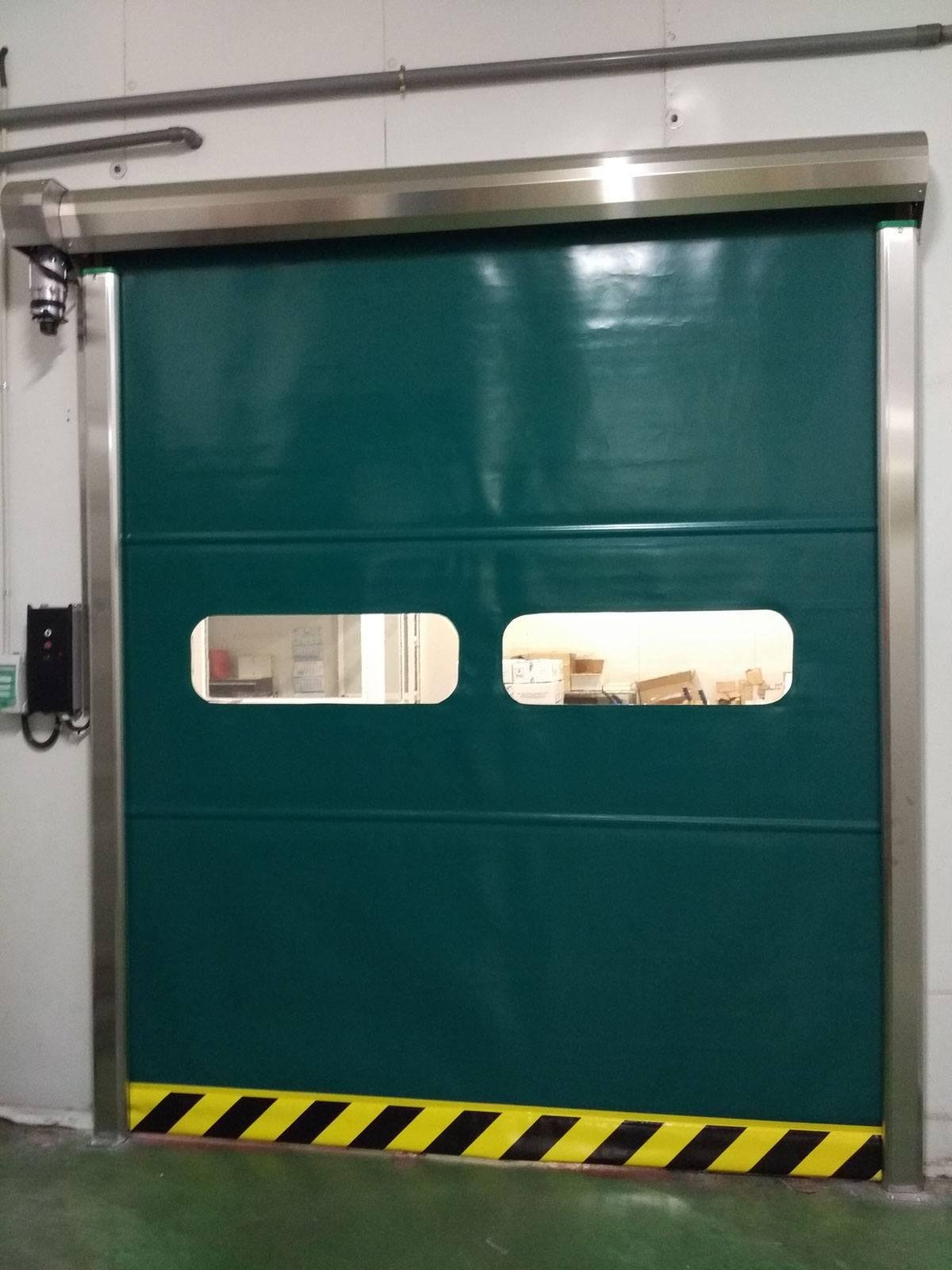 Detalle puerta rápida verde