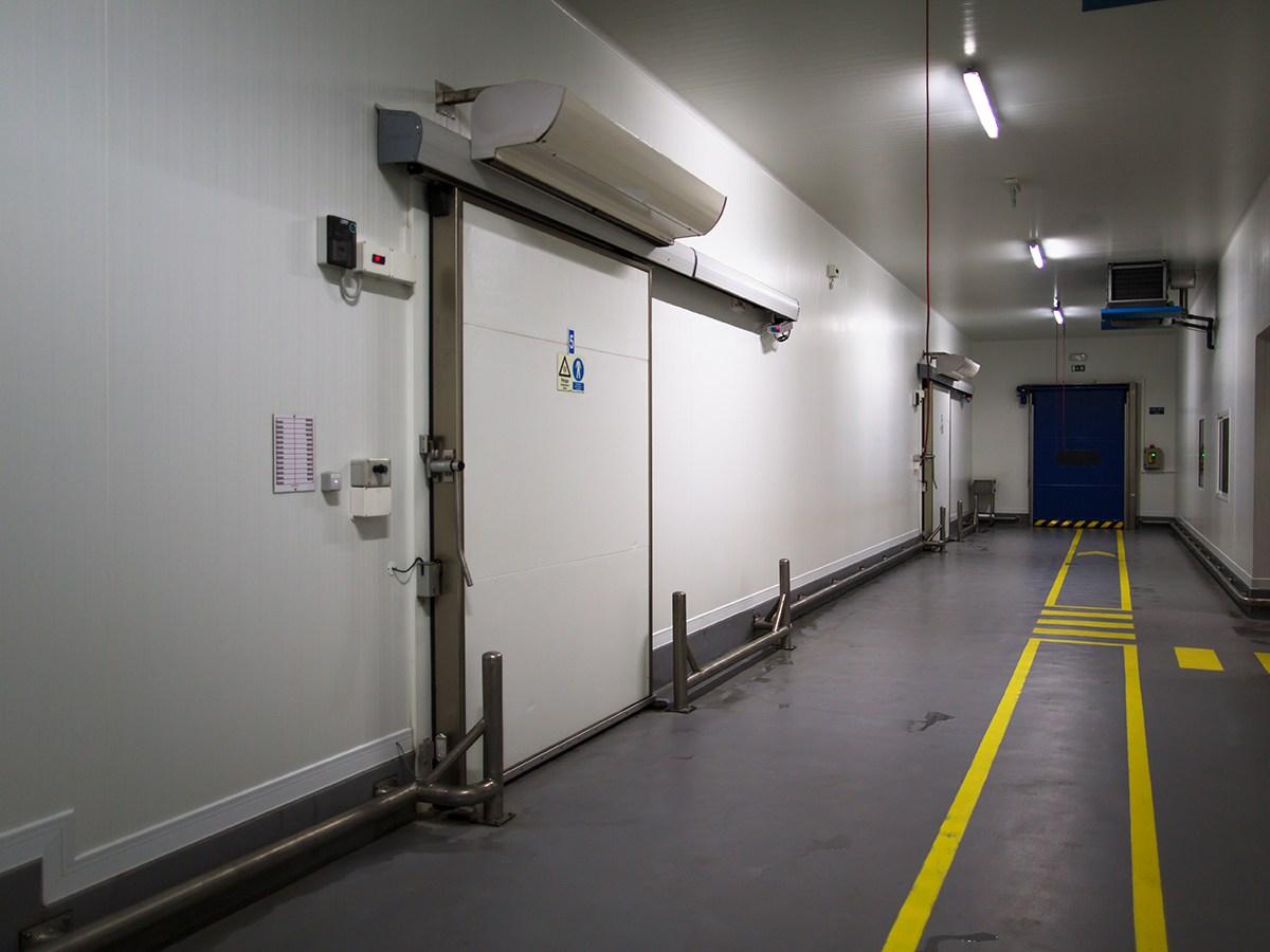 Puerta refrigeración lejos