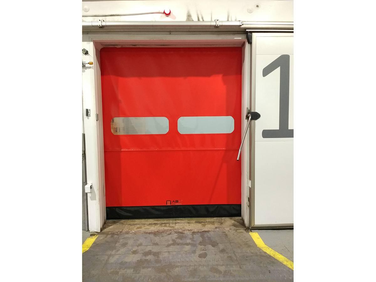Puerta refrigeración con logo