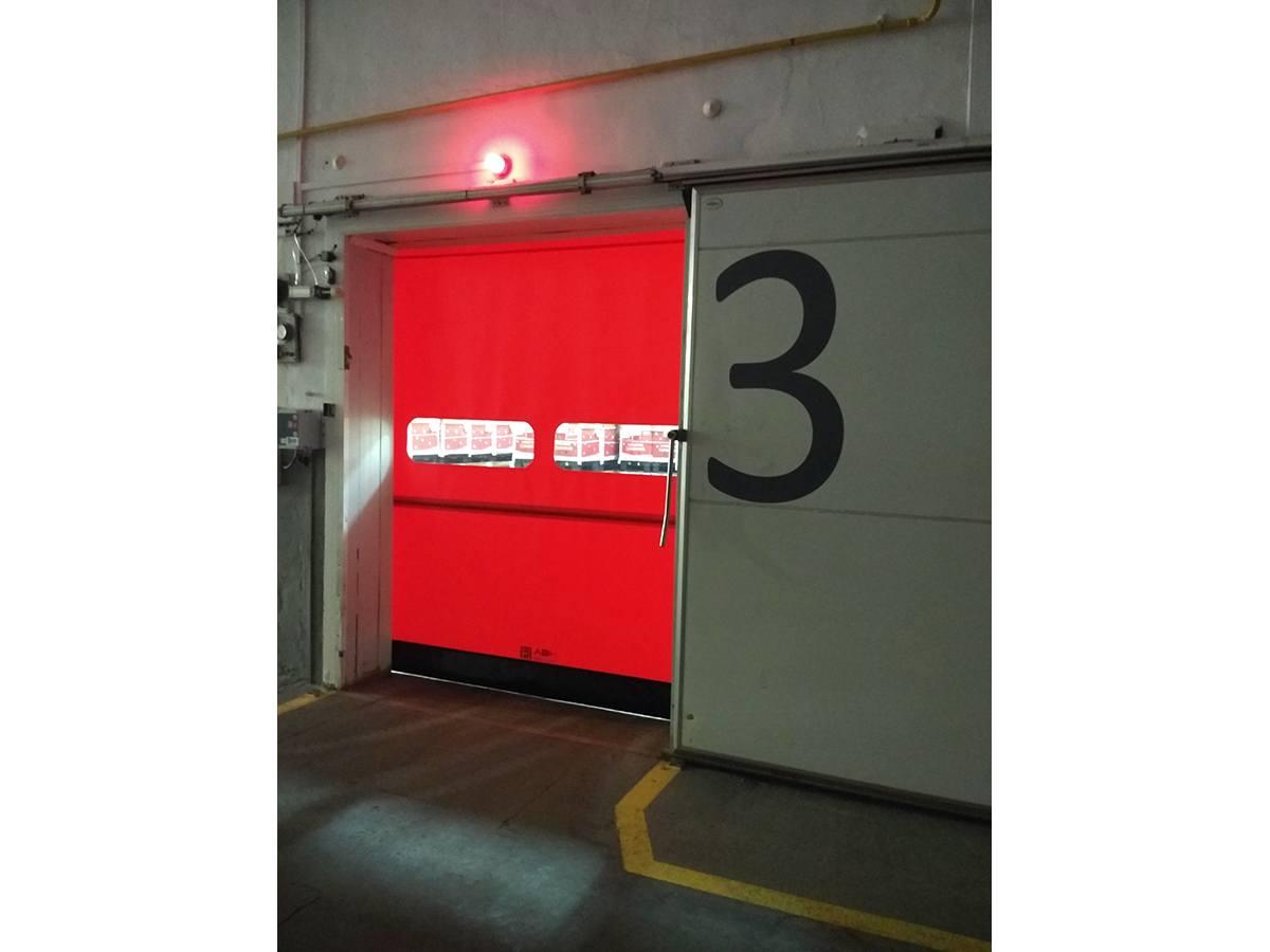 Puerta refrigeración roja