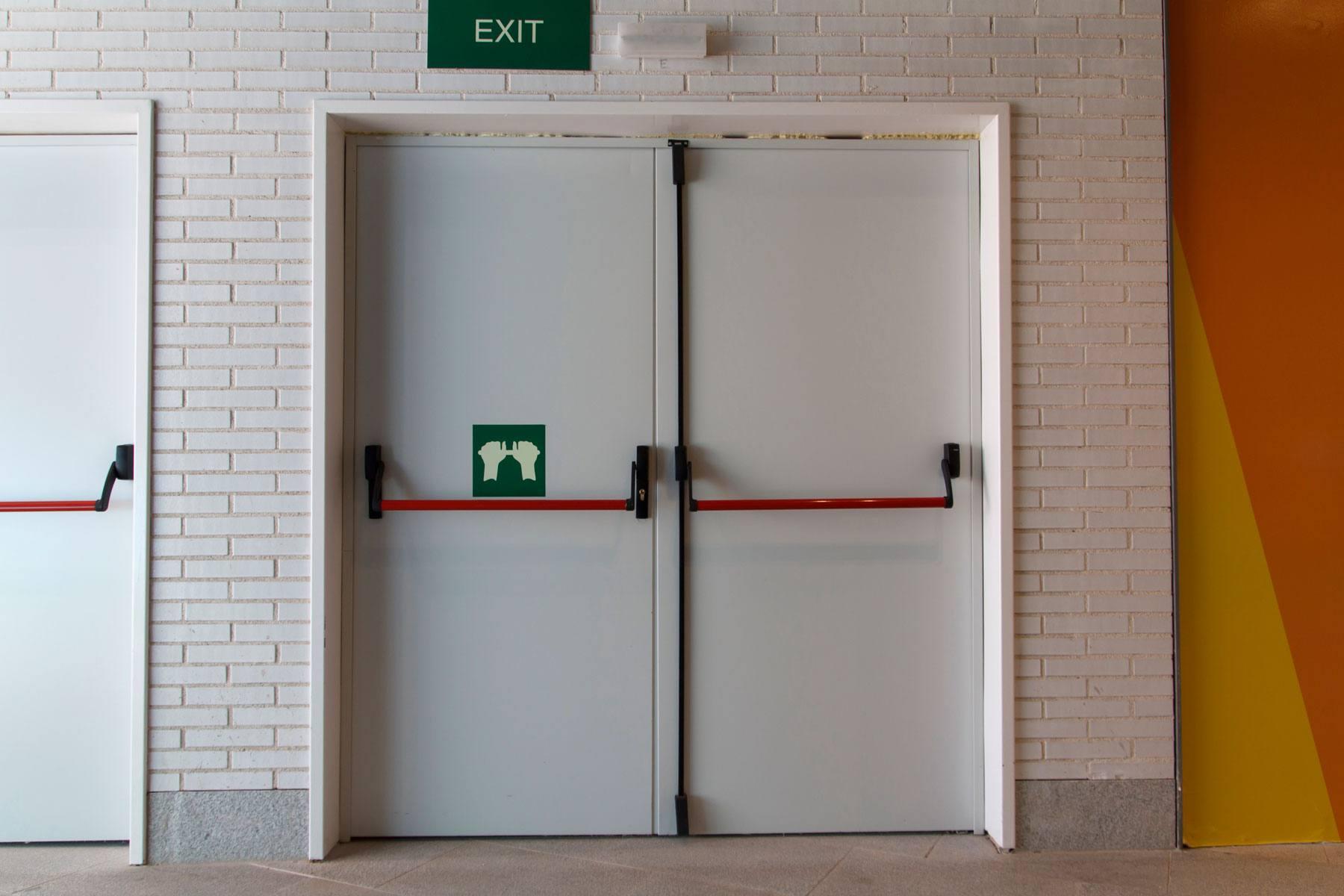 Puerta cortafuego blanca